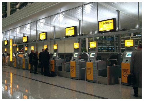 Стойки регистрации компании Lufthansa