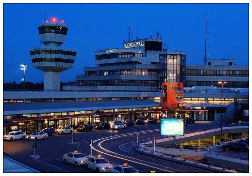 Аэропорт вечером.