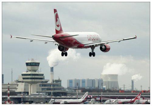 Самолет взлетает.