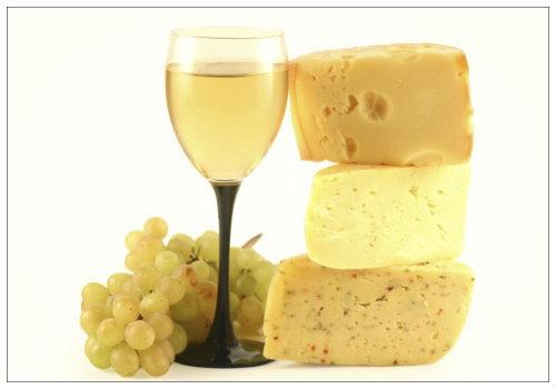 Бокал вина и виноград.