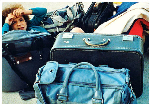 Девочка с багажом.