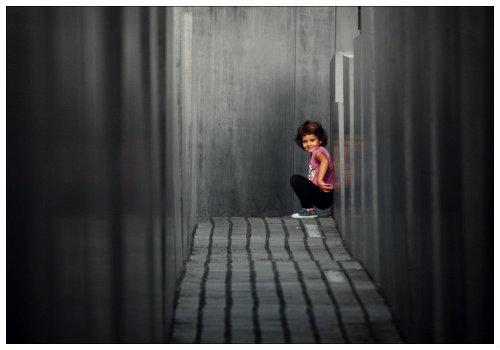 Девочка в лабиринте.