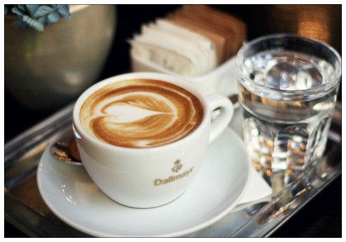 Чашечка кофе.