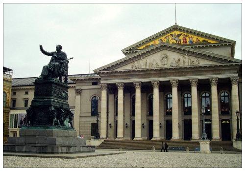 Здание национальной оперы