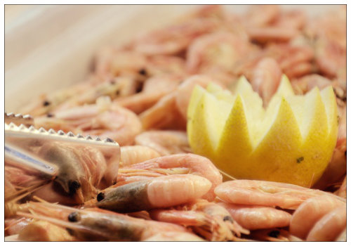 Креветки на блюде