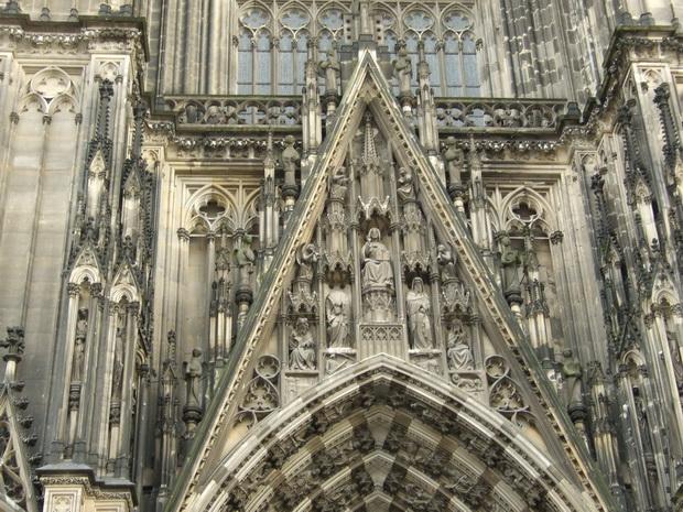 Фрагмент фасада Кёльнского собора.