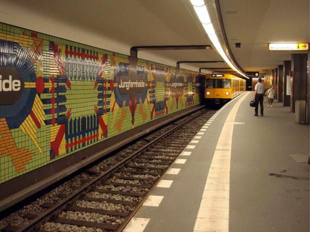 Станция метро Jungfernheide в Берлине.