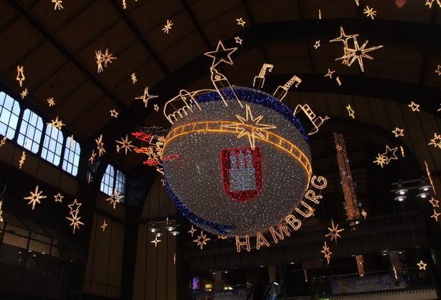 Рождественские инсталляции на гамбургском вокзале.
